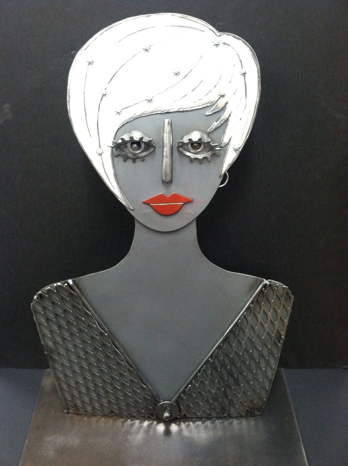 Liza metal sculpture of a woman